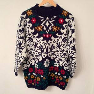 Vintage black & white sweater with flowers